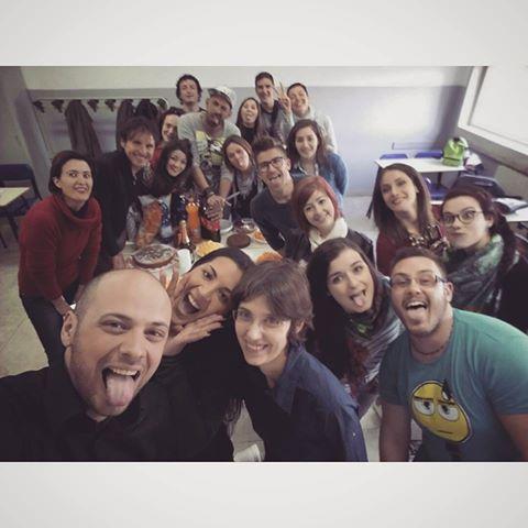 Selfy di gruppo. Ultimo giorno si festeggia